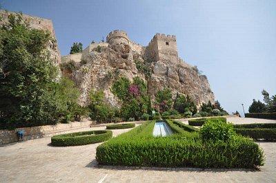 Hrad v Salobreňe - Na kopci poprvé opevněném Féničany stojí Arabský hrad (nahrál: Ladžis)