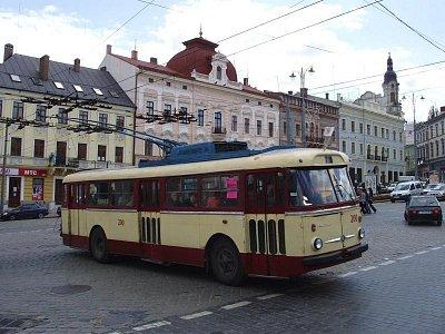 trolejbus Škoda na hlavním náměstí (nahrál: K.H.)