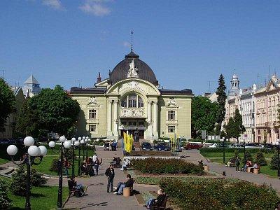 divadelní budova (nahrál: Kamil Hainc)