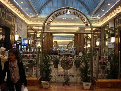 Galerie des Arcades (nahrál: Yveta)
