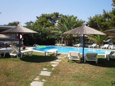 Thassos - Bazén hotelu Calypso,Skala Prinos. (nahrál: šárka)