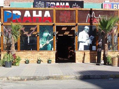 Praha cafe - Nova pergola na novou sezonu 2010 (nahrál: BaR)