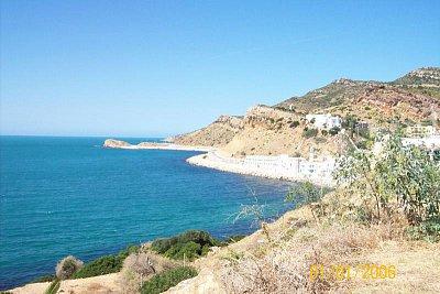 corbus - asi 60 km od Hammametu najdete nádherné Lázně Hammam s horkou vodou která padá do moře a láká turisty i nemocné Tunisany (nahrál: Jitka0229)