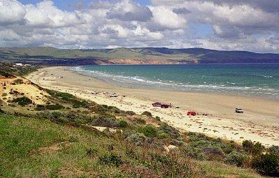 Aldinga Beach - Jižně od Port Noarlungy - v pozadí jsou Adelaide Hills (nahrál: Luboš)