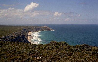Kangaroo Island - Pohled na vzdálený Remarkable Rocks (nahrál: Luboš)