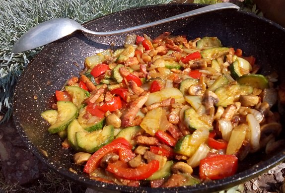 Rychlá zeleninová směs se slaninou