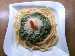Špagety se špenátem a sýrem