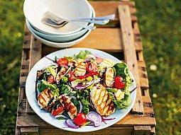 Halloumi z grilu na salátu