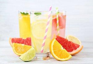 Grapefruitová limonáda s mátou a medem