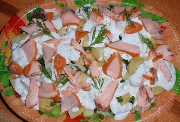 Brambory s lososem a koprovou majonézou
