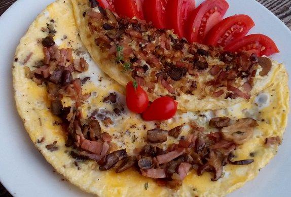 Houbová omeleta se slaninou