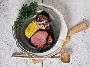 Uzené maso s fazolovou kaší a šafránovou omáčkou