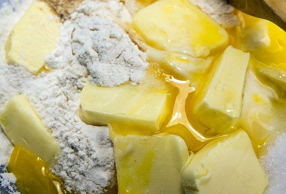 Tvarohové bábovičky s bazalkovým cukrem