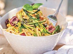 Špagety s cuketou a olivami
