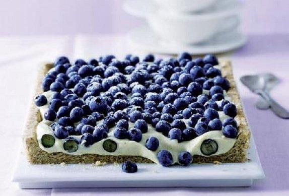 Borůvkový koláč s krémem z bílé čokolády