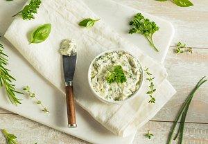 Bylinkové máslo s jarní cibulkou