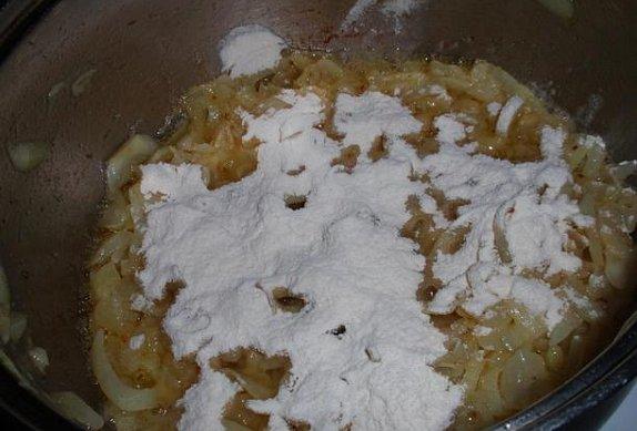 Cibulová sladkokyselá omáčka / zadělávaná cibule