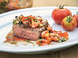 Steak z grilu s rajčatovou salsou