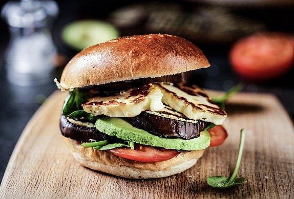 Halloumi burger s domácí máslovou bulkou photo-0