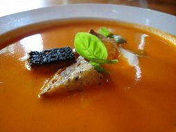 Polévka z červené čočky s koriandrem