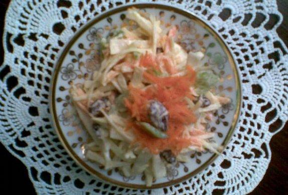 Zeleninový salát s rozinkami photo-0