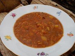 Kapustová polévka s bramborem a mletým masem