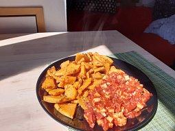 Pečené batáty s tofu v rajčatové omáčce