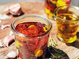 Karamelizovaná rajčata v olivovém oleji