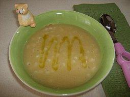 Jednoduchá polévka z červené čočky pro děti i dospělé