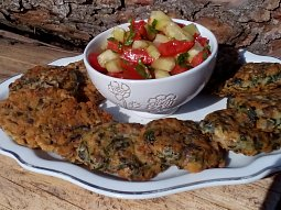 Žampionové placičky a zeleninový salát s medvědím česnekem