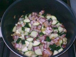 Těstoviny s cuketou a slaninkou