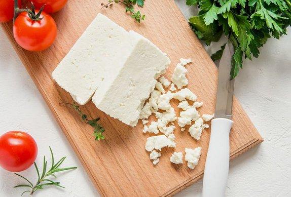 Vegetariánské špízy s feta sýrem na grilu