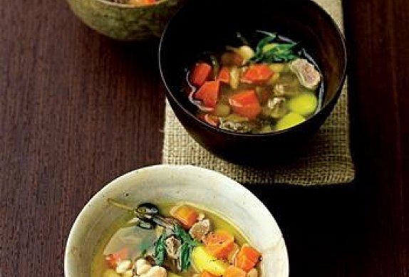 Mrkvová polévka s fazolemi