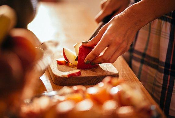 Jablečný koláč na plech s drobenkou