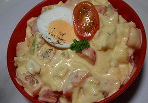Jednoduchý vajíčkový salát s rajčaty
