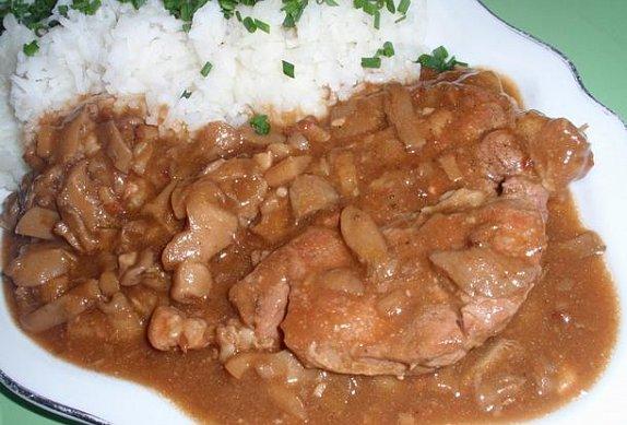 Dušené vepřové maso s hlívou