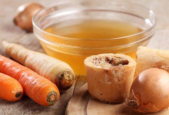 Polévka z červené řepy s pomerančem