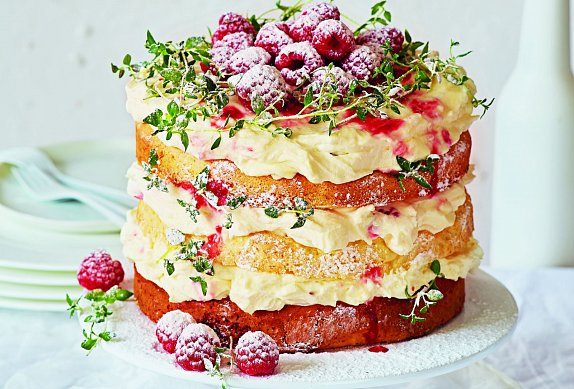 Nahý dort s malinami a tymiánem