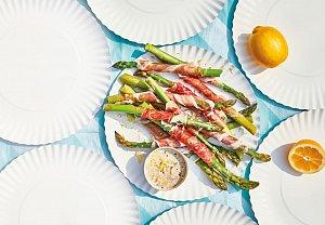 Chřest v parmské šunce s olivovou majonézou