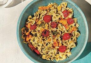 Těstoviny s pestem a opečenou kukuřicí