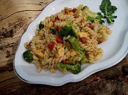 Těstovinový salát (nejen) s brokolicí