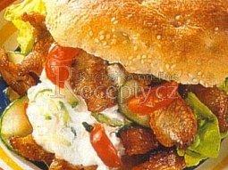 Krůtí hamburger s pikantní majonézou