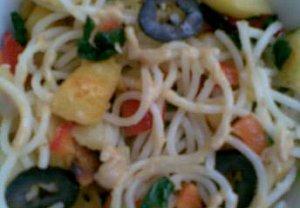 Těstovinový salát se špenátem a bramborami