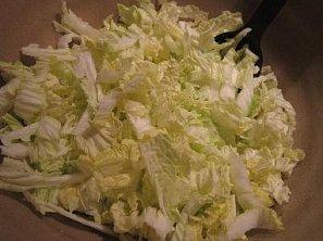 Salát z čínského nebo pekingského zelí s ananasem