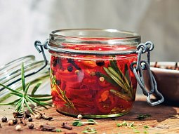 Chilli papričky s bylinkami