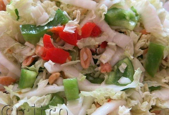 Zelný salát s arašídy
