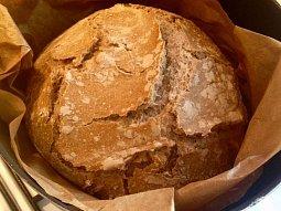Chléb pečený v kastrolu