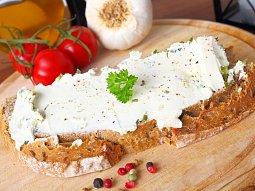 Česneková pomazánka z tvrdých sýrů