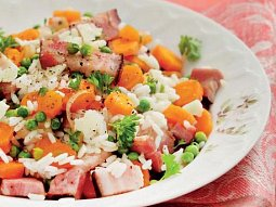 Rýže se zeleninou a slaninou