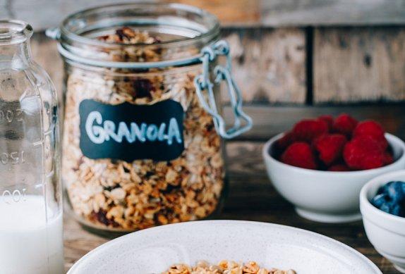 Domácí granola s mandlemi a medem